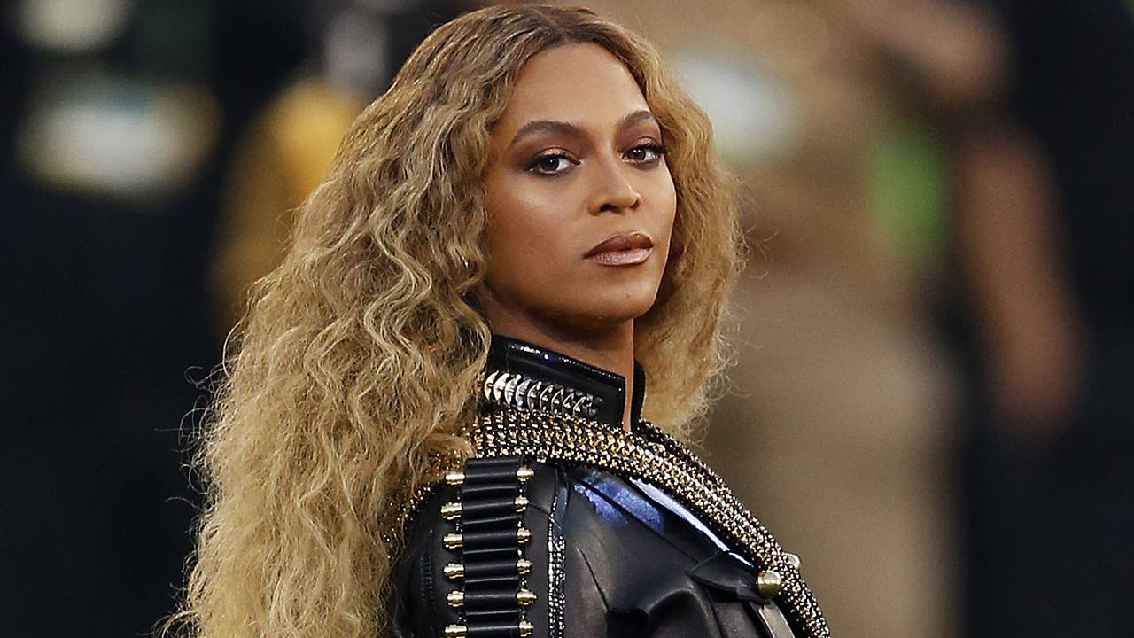 Beyoncé Releases Behind The Scenes Flicks From Super Bowl 50