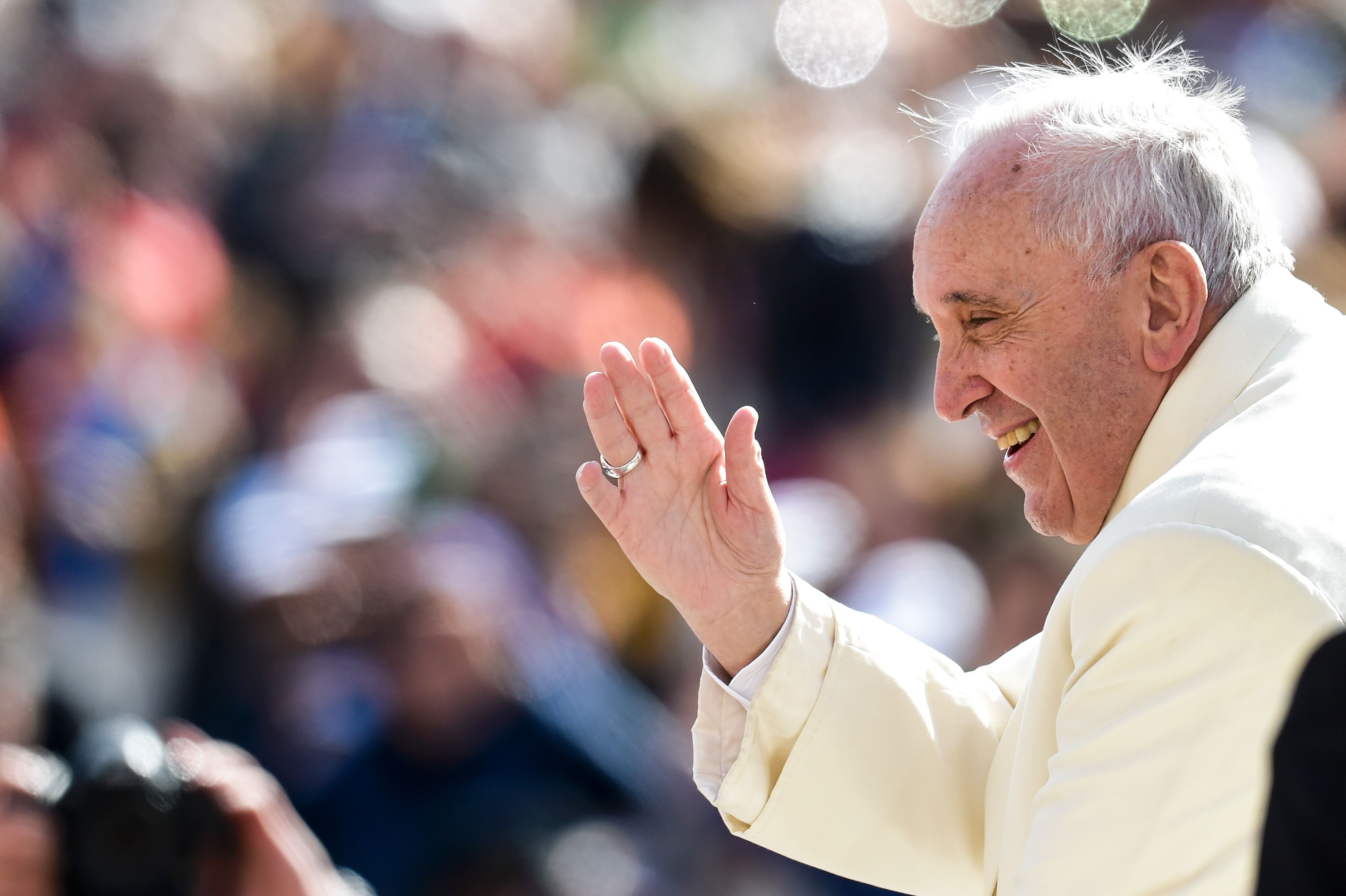 Popular on Twitter, Pope Francis now has Instagram account