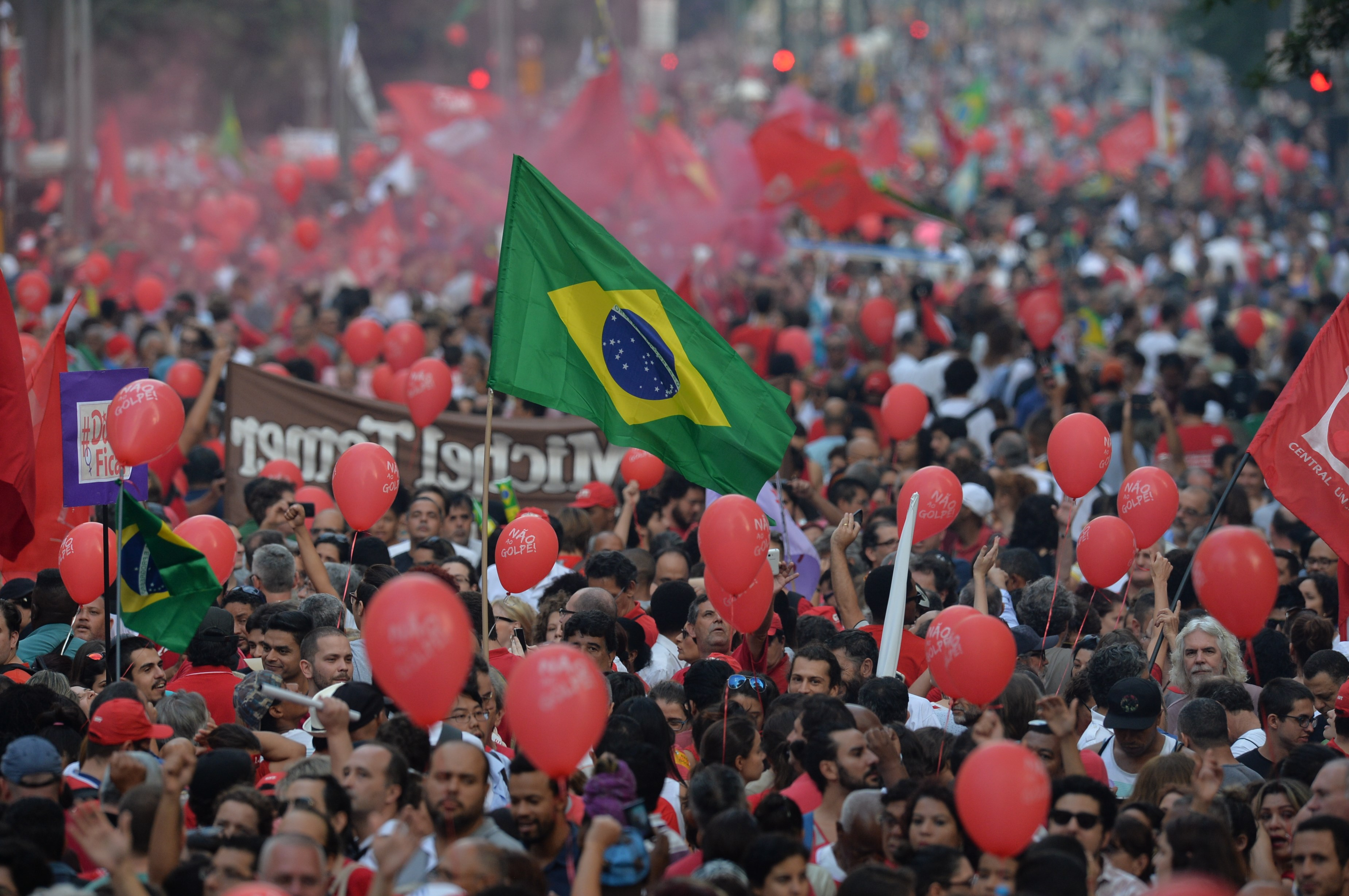Brazilian pro-government protests signal nation's growing ...