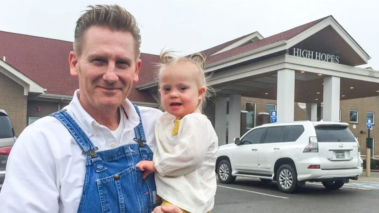 Rory Feek Shares Heartbreaking Photo of Late Wife Joey's Grave