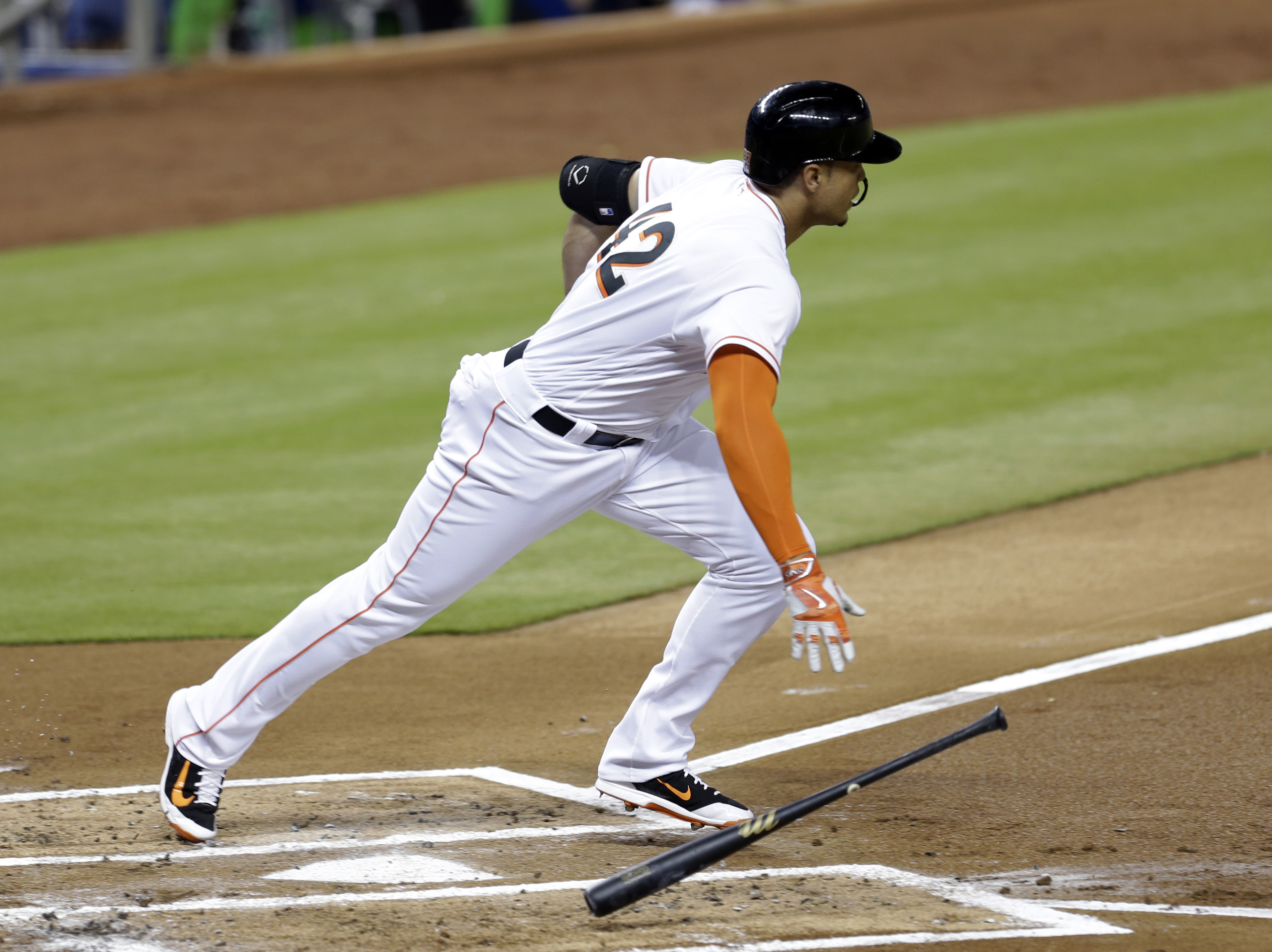 Trumbo homers twice in 7th, Orioles beat Rangers 11-5