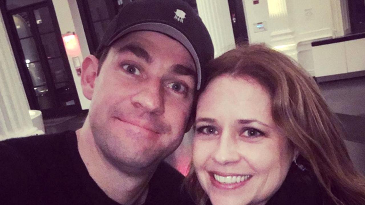 The Office's John Krasinski & Jenna Fischer Reunite in NYC!