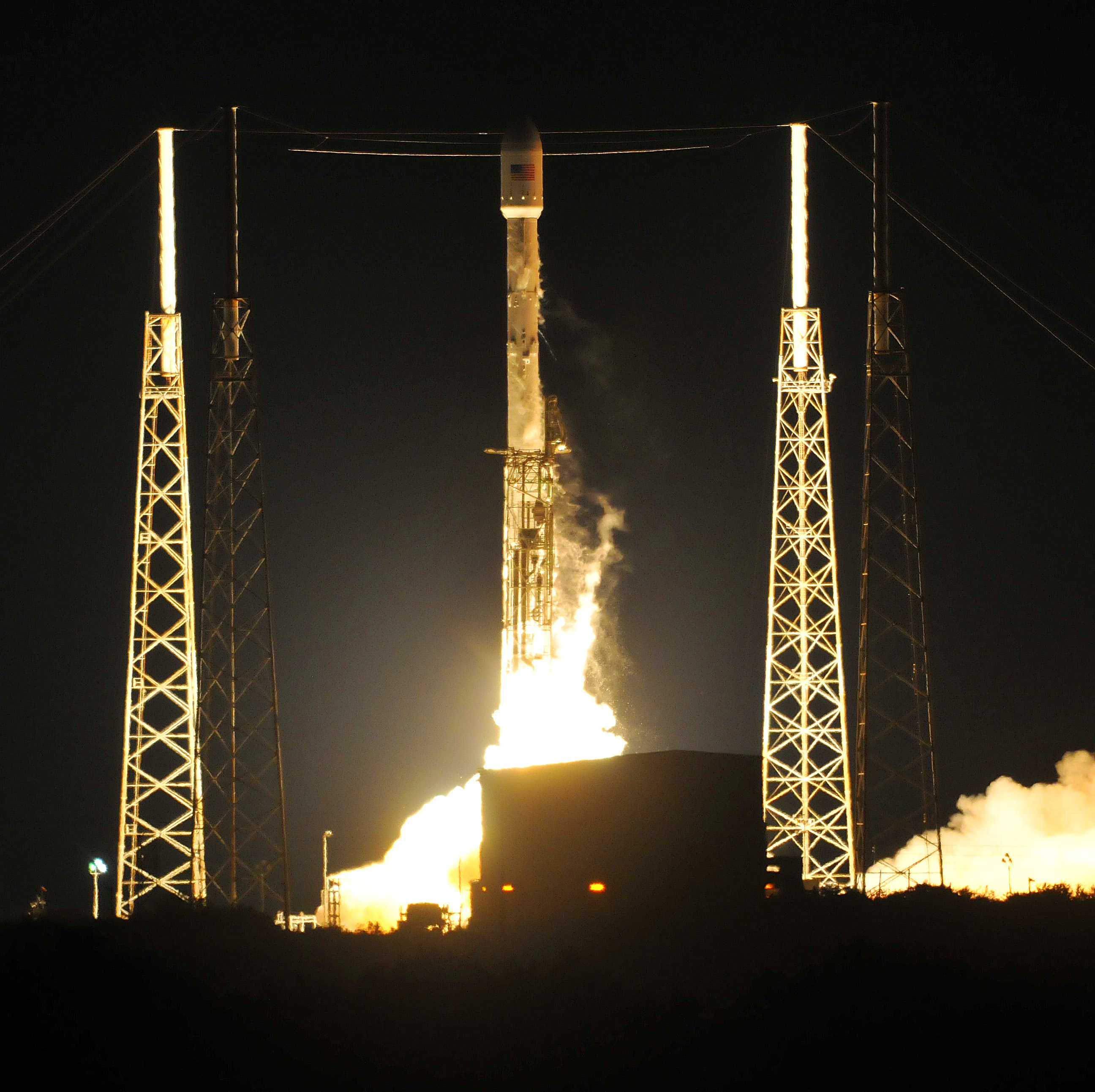 SpaceX rocket blasts off from Cape Canaveral | THV11.com