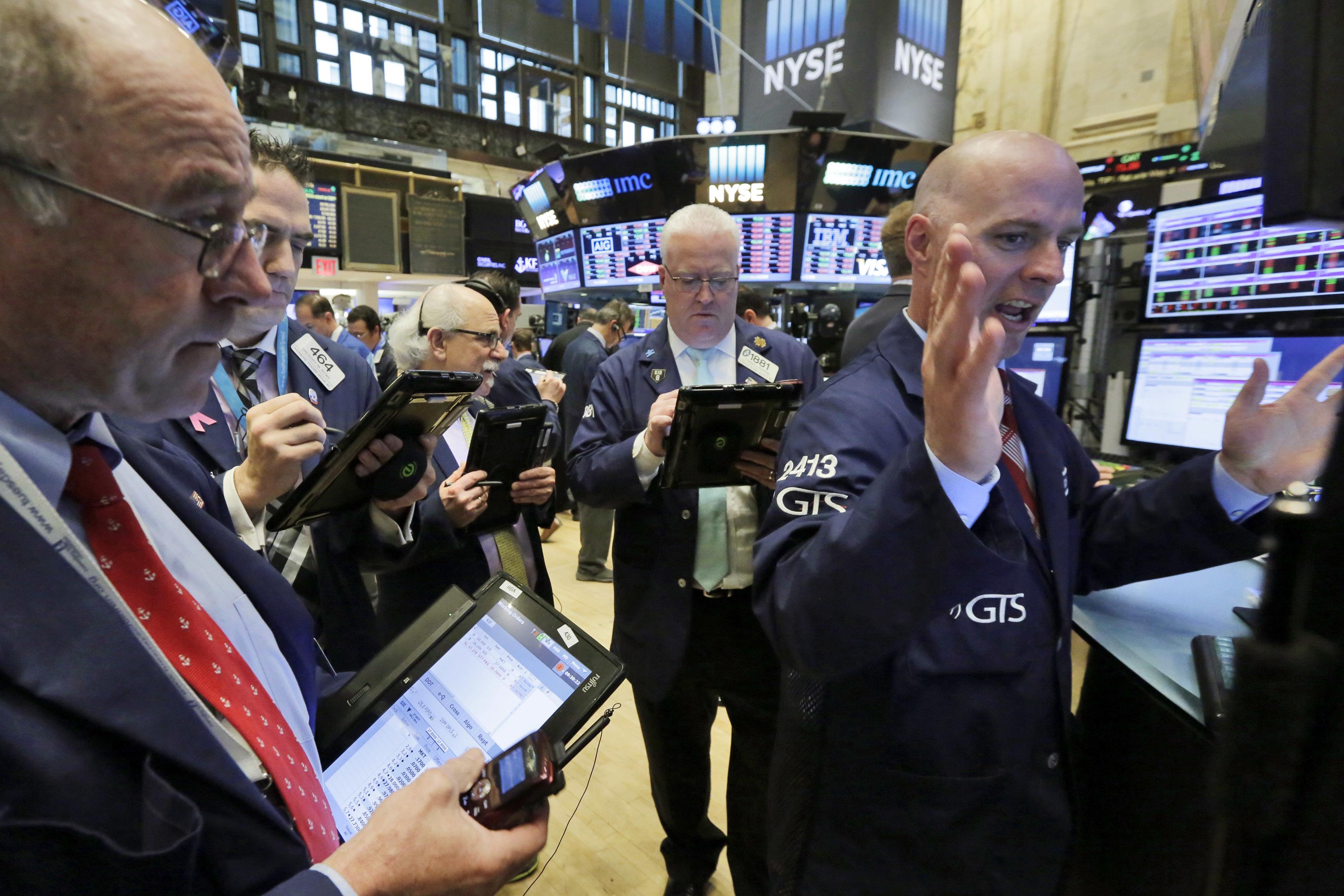 PA ANALYSIS: Buffett's bite into Apple highlights