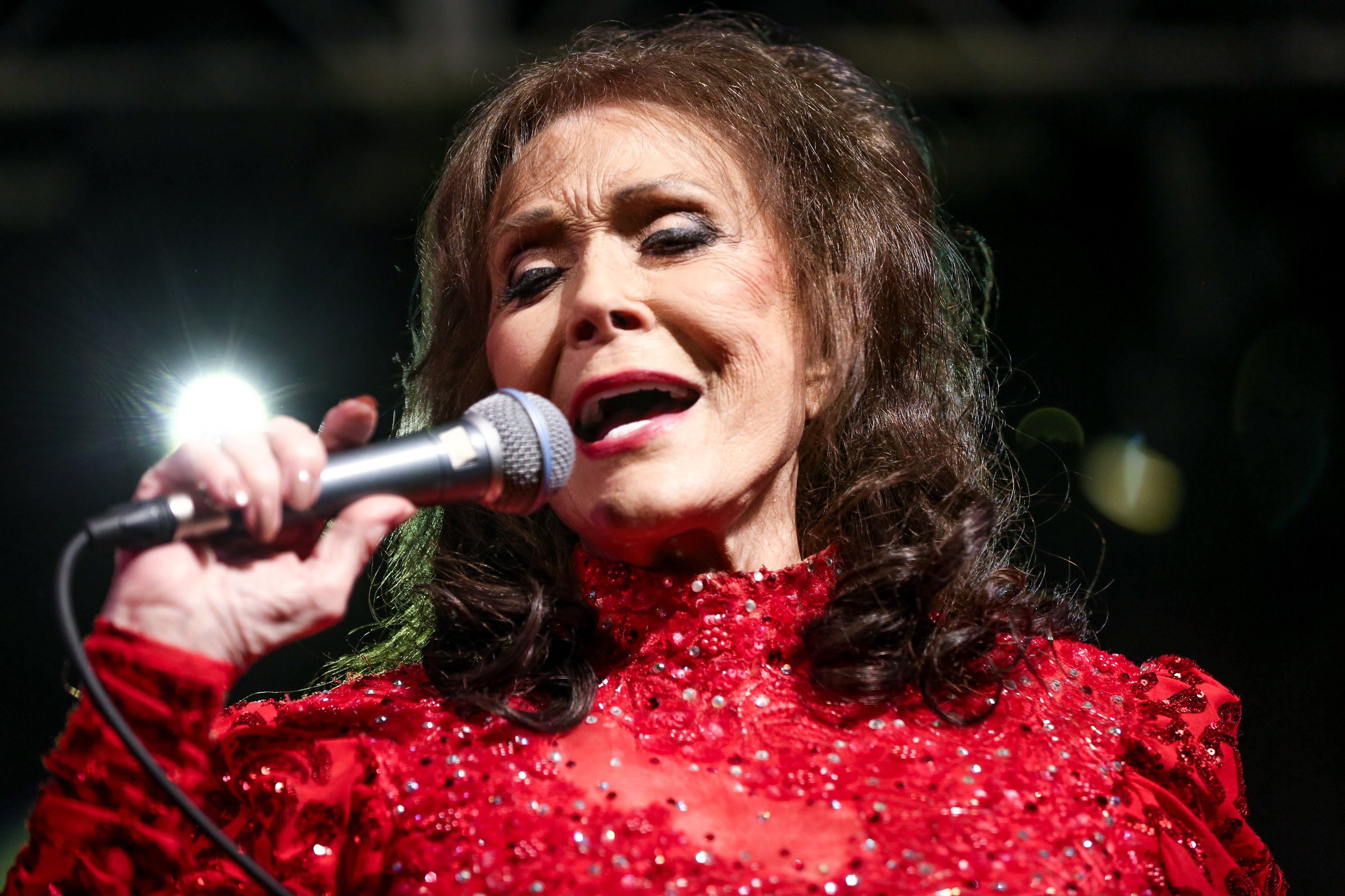 Loretta Lynn - Wouldn't It Be Great