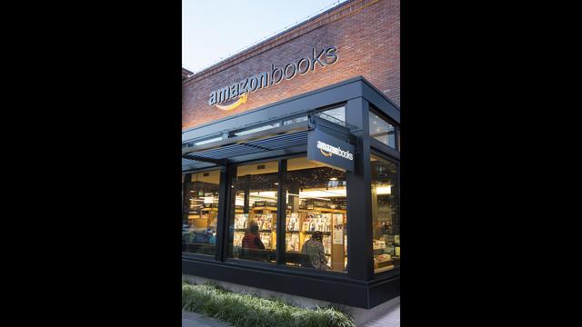 Amazon com opening first brick mortar store