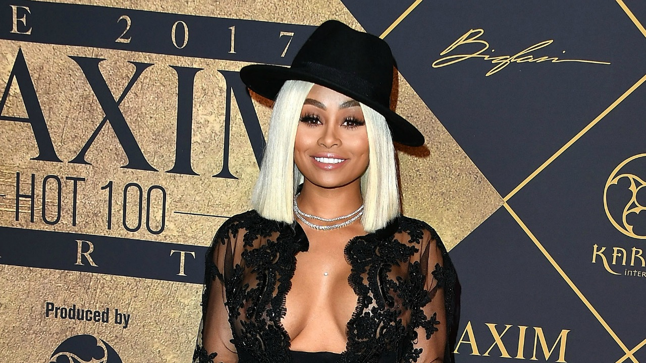 blac chyna says she's 'single' and 'happy,' has adorable pool day