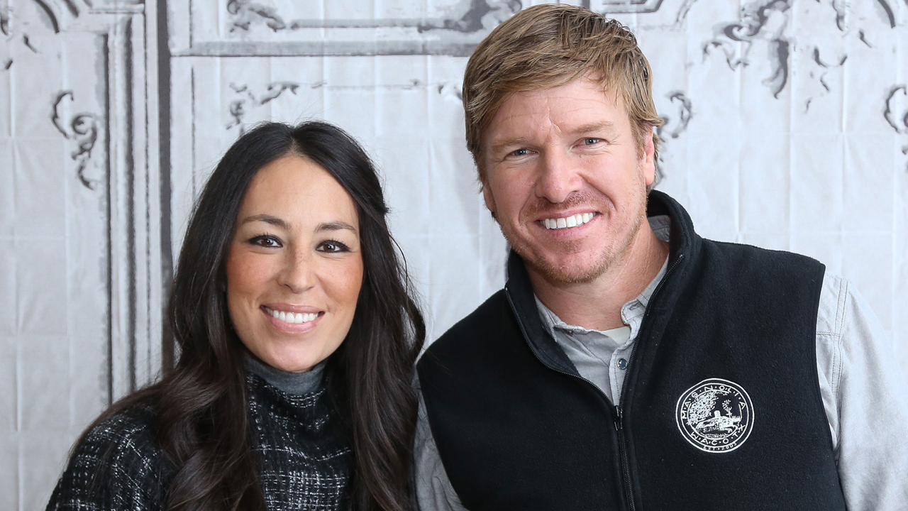 39 fixer upper 39 star chip gaines addresses divorce rumors 39 won 39 t ever happen 39. Black Bedroom Furniture Sets. Home Design Ideas