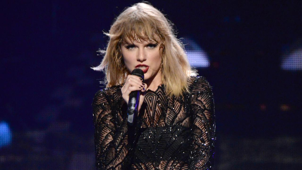 Taylor Swift S Reputation Tour To Come To Louisville S Papa John S Cardinal Stadium June 30 Whas11 Com